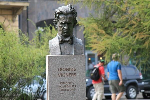 A monument of Leonīds Vīgners
